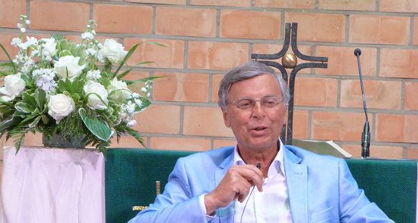 Wolfgang Bosbach in der Kirche zum Heilbrunnen