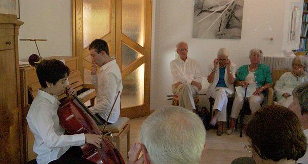 Die Brüder Manuel (Cello) und Rafael Lipstein (Klavier)  beim Hauskonzert in Bensberg.