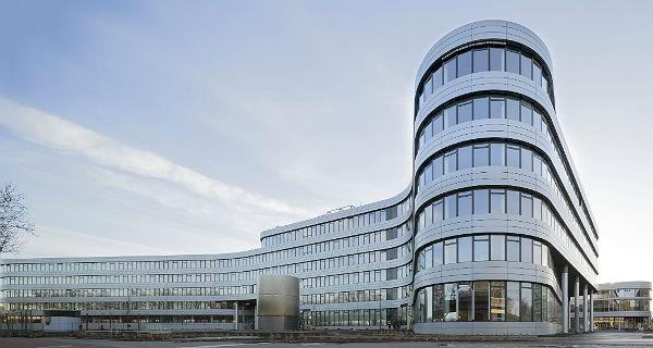 Der stolze Neubau der Rheinenergie in Köln Ehrenfeld