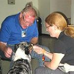 Therapiehunde-Teams besuchen Jung und Alt