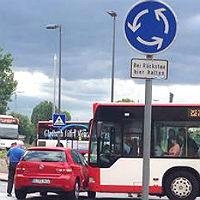 Kleiner Busunfall sorgt für großes Chaos