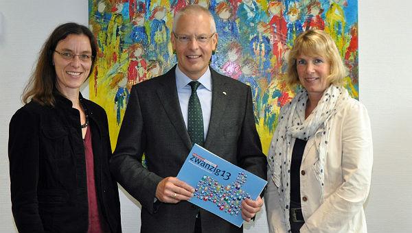 Landrat Hermann-Josef Tebroke mit den Verbraucherschützerinnen