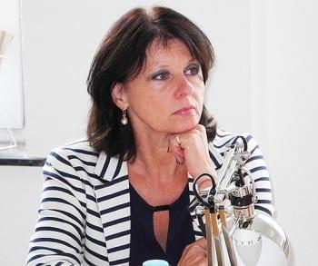 Anita Rick-Blunck, Vizekreisvorsitzende der FDP RheinBerg, fragt nach