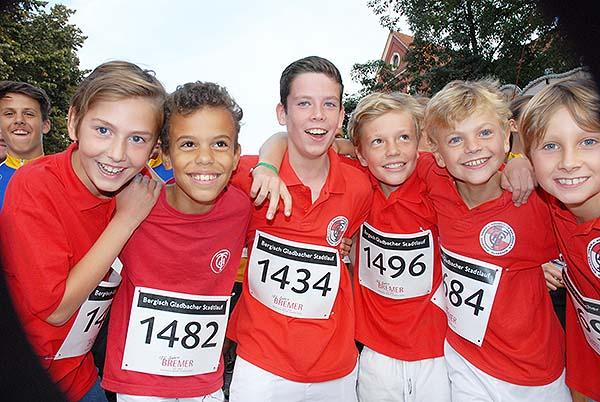 Die jungen Läufer des THC Bergisch Gladbach vor dem Start