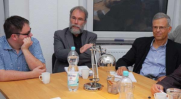 Peter Baeumle-Courth (Grüne) mit Patrick Graf (Die Partei) und Jörg Krell (FDP)
