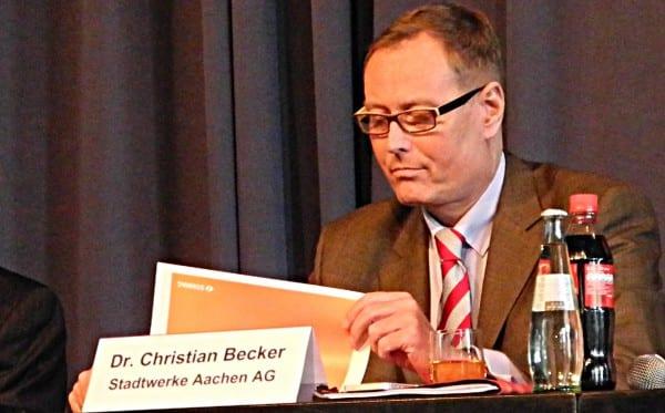 Christian Becker, Vorstand der Stawag, bei der Bürgerversammlung in Bergisch Gladbach