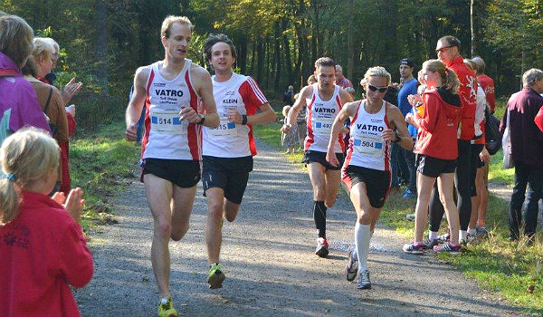 Das Team des TuS Deutz auf der Strecke über 10 km beim Refrather Herbstlaub 2014