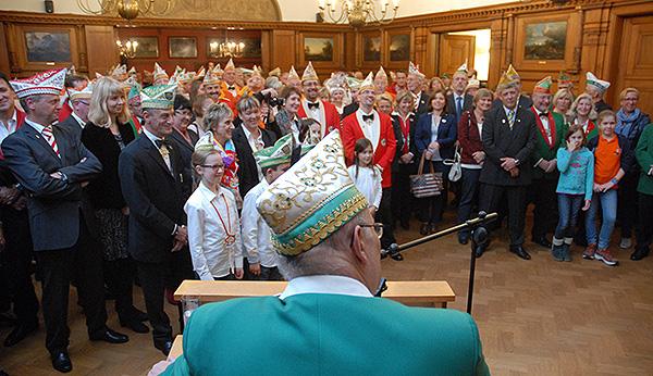 Martin Gerstlauer adressiert das Publikum im Ratsaal