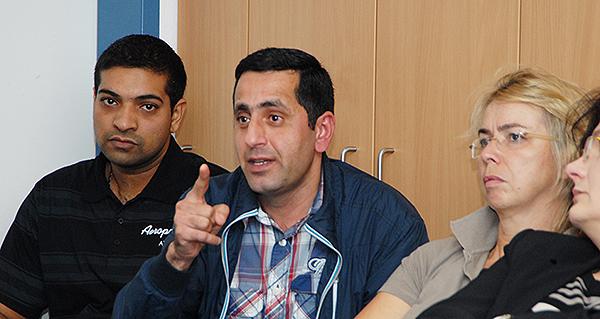 Aus Kürten hatten drei Flüchtlinge den Weg zum Stammtisch gefunden