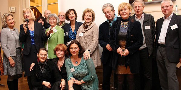 Die beteiligten Künstler und die Organisatoren in der Villa ZandersDie beteiligten Künstler und die Organisatoren in der Villa Zanders