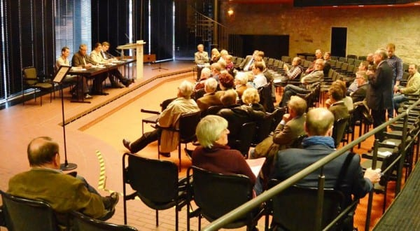 Gut 50 Bürgerinnen und Bürger diskutierten im Ratssal über Mobilitätsthemen