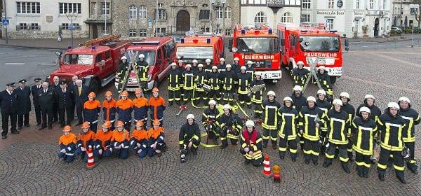 Der gesamte Löschzug Stadtmitte der Feuerwehr Bergisch Gladbach