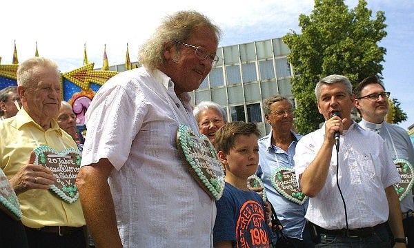 Prominenz bei der Kirmeseröffnung. Burkhardt Unrau, Helene Hammelrate, Wolfgang Bosbach, Lutz Urbach, Norbert Hörter