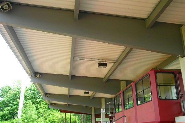 Die neue Dachkonstruktion in der Belkaw-Arena