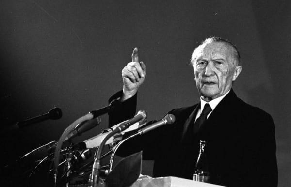 Konrad Adenauer in Düsseldorf, 1965. Foto: Gerhard Heisler , Bundesarchiv B 145 Bild-F019973-0017, Lizenziert unter CC BY-SA 3.0 de über Wikimedia Commons