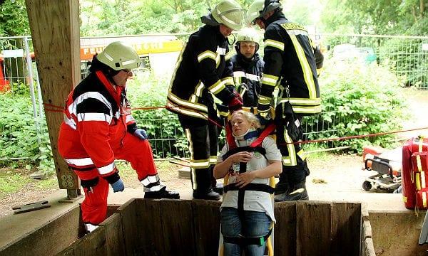Feuerwehr Übung Tiefbauunfall 600