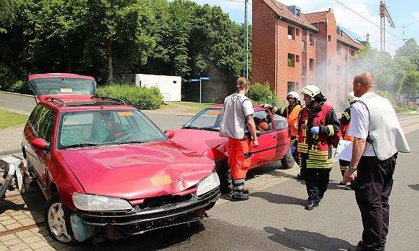 Feuerwehr Übung Verkehrsunfall 600