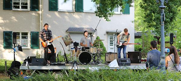 Beautiful Vile spielt beim Sommerfest der Gronauer Waldsiedlung in Bergisch Gladbach