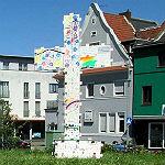 KAB errichtet Riesen-Kreuz aus Puzzle-Teilen