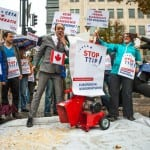 TTIP-Gegner demonstrieren vor Ausschuss in Bensberg