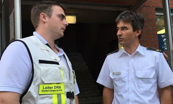 DRK-Einsatzleiter Steffen Schmidt (l.) und Feuerwehr-Chef Huppartz
