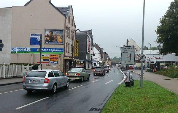 Wer aus der Innenstadt in Richtung Refrath, Gronau oder Köln fährt, muss durch die Federwaldstraße