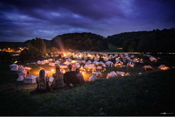 Einmal im Jahr verwandelt sich Gut Schiff in Herrenstrunden in ein Mittelalter-Dorf. Markus Ruhkieck (pars pro toto) hat die Stimmung wunderbar eingefangen.