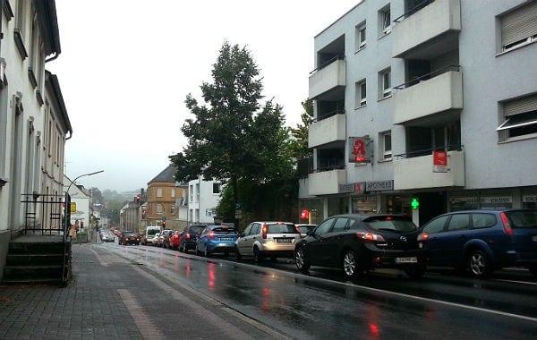 Rückstau auf der Odenthaler Straße, bis über die Rommerscheider Straße hinaus
