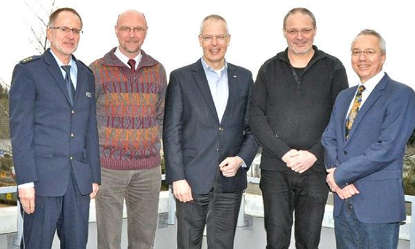 Abteilungsleiter Frorath, Kripochef Jörg Rosemann, Landrat Tebroke, Axel Janz (Leiter der Führungsstelle) und Ex-Kripochef Rainer Hölzenbein (v.l.)