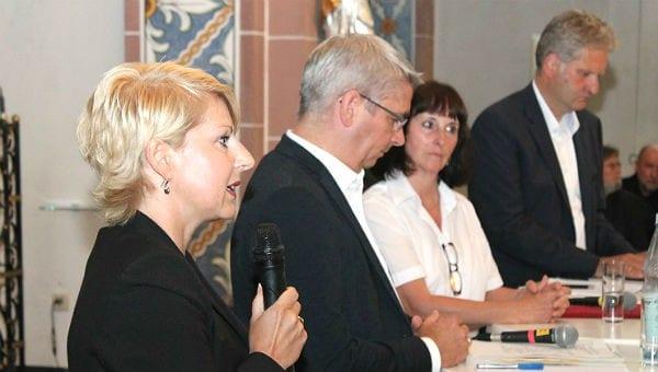 Claudia Kruse (links) ist die Flüchtlingskoordinatorin RheinBerg des Bistums Köln