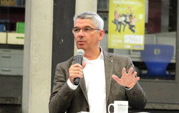 Bürgermeister Lutz Urbach bei der Bürgerversammlung Frankenforst im OHG