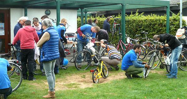 Flüchtlinge Schildgen Fahrräder Reparatur 600