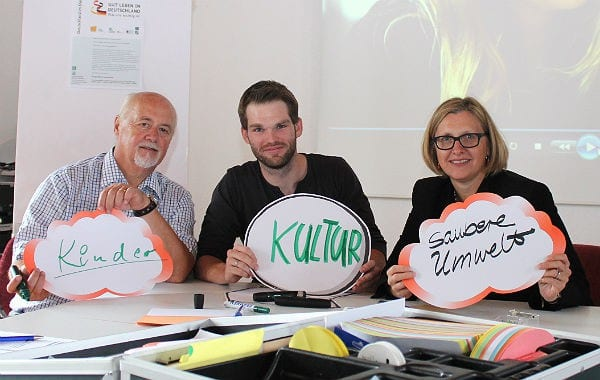Lothar Speer, Stadtverband Kultur; Marco Euler und Dr. Birgitt Killersreiter (beide VHS)