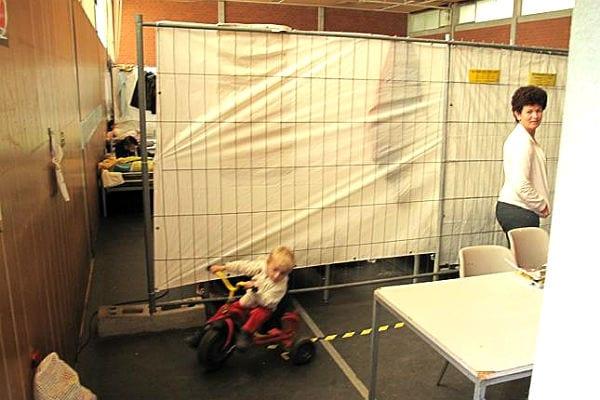 Kinderspaß im Schlafsaal. Foto: Projekt Hartmut Schneider