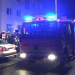 Feuerwehr löscht Brand in 9-Familienhaus in Lückerath