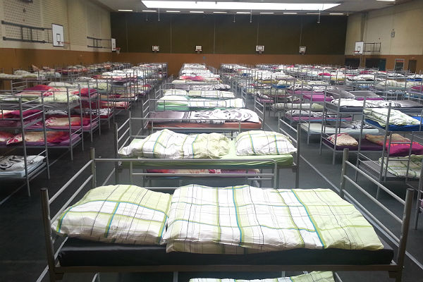 Flüchtlinge Feldstraße 25 10 600 Betten