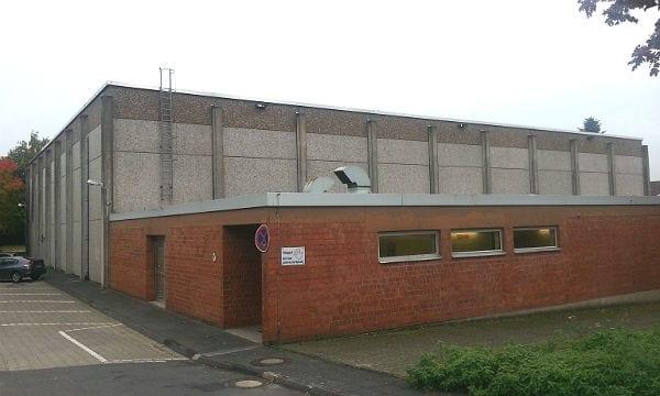 Die Sporthalle des Berufkollegs an der Feldstraße in Bergisch Gladbach soll bis zu 250 Flüchtlinge aufnehmen