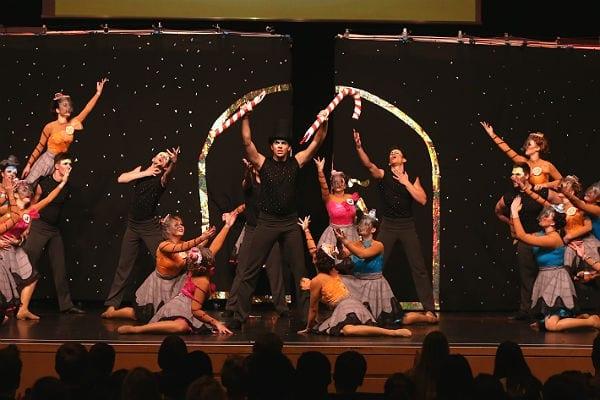 Die Jazz Lights vom Tanzstudio Dance In in Bergisch Gladbach gewinnen die Deutschen Meisterschaften im Showdance 2015 in Halle
