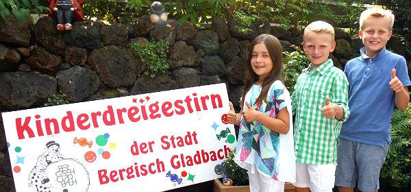 Bergisch Gladbachs Kinderdreigestirn für die Session 2015: Jungfrau Johanna (Urbach); Prinz Leander (Plum); Bauer Max (Paffenholz)