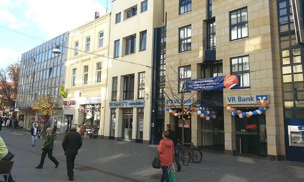 Die Hauptstraße 192 wechselt in den Besitz der VR Bank Bergisch Gladbach; die Stadtverwaltung zieht als Mieter 2016 aus