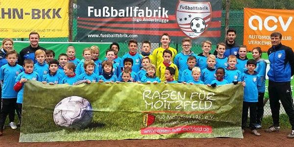 Die Teilnehmer des Moitzfelder Fußballcampfs 2015