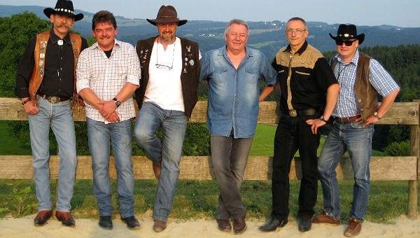 Die Rheinstone Cowboys mit Mario Tatzik (links)