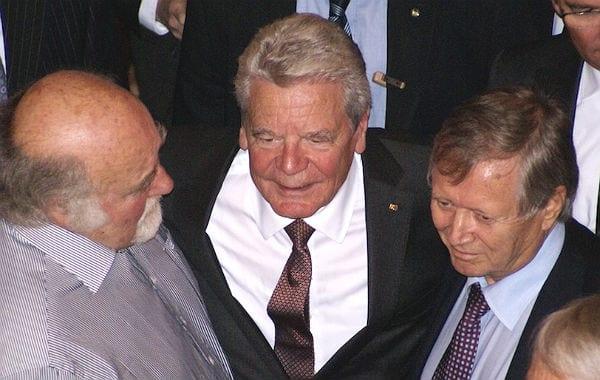 Gauck mit Organisatoren der Flüchtlingshilfe, Dirk Cromme und Klaus Farber