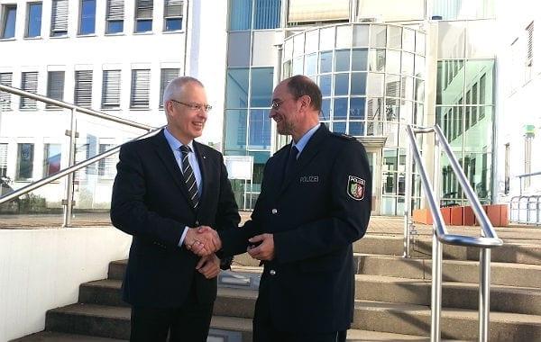 Landrat Herman-Josef Tebroke begrüßt den neuen Abteilungsleiter Polizei, Gerhard Wallmeroth