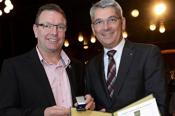 Jürgen Münsterteicher mit Bürgermeister Lutz Urbach