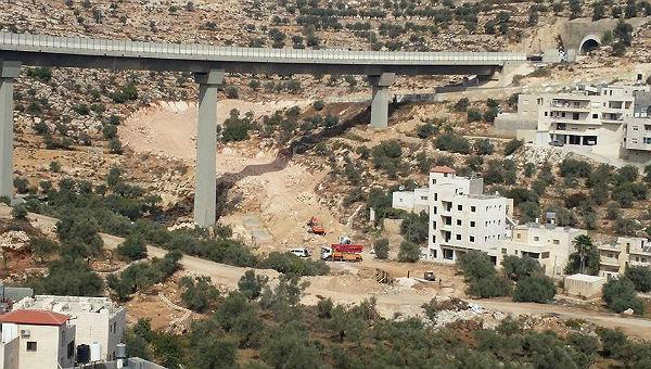Weiterbau des Mauerfundaments in Beit Jala am Anfang des Cremisantales