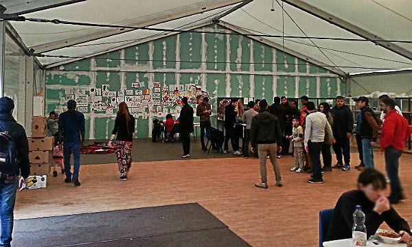 Flüchtlinge DRK Katterbach Halle 2 600
