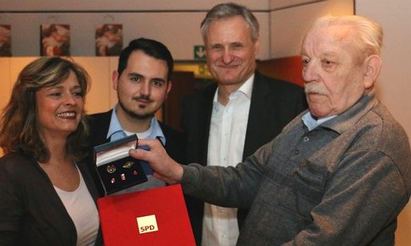 Ernst Meier mit Kastriot Krasniqi (stellv. Vors.) , Robert Winkels (Vors.), Manuela Meissgeier (stellv. Vors.) und Jubilar Ernst Meier):