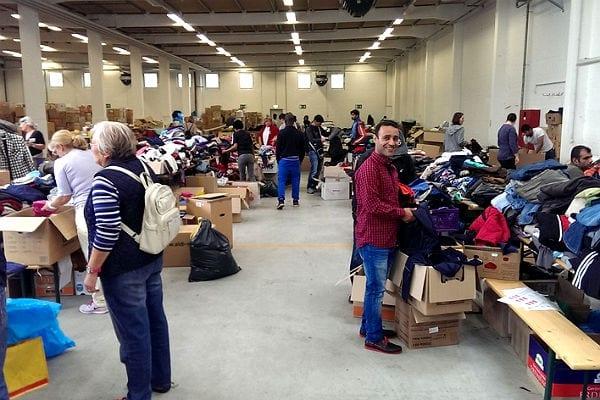 In der Belkaw-Halle werden die Flüchtlinge mit Kleidung ausgestattet