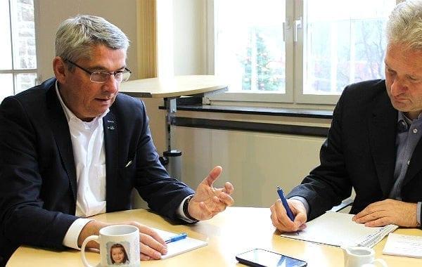 Urbach Interview 2015 Watzlawek Tasse